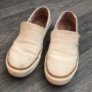 Toms canvas slip ons